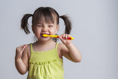 child-burhsing-teeth